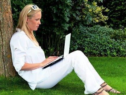 Eine Frau wird von ElitePartner.de als nahezu unvermittelbar erklärt - Ihr Profil wurde gelöscht.