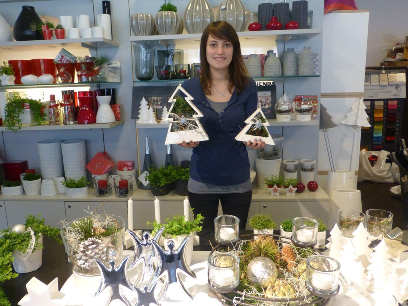 Martina Höfel zeigt edle Weihnachtsaccessoires bei mc2 wohnkultur am Schlossplatz.