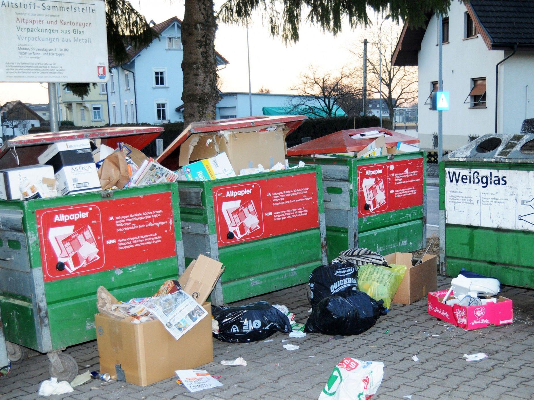 Die Müllinsel an der L202 in Fußach wird sehr oft als Restmülldeponie missbraucht.