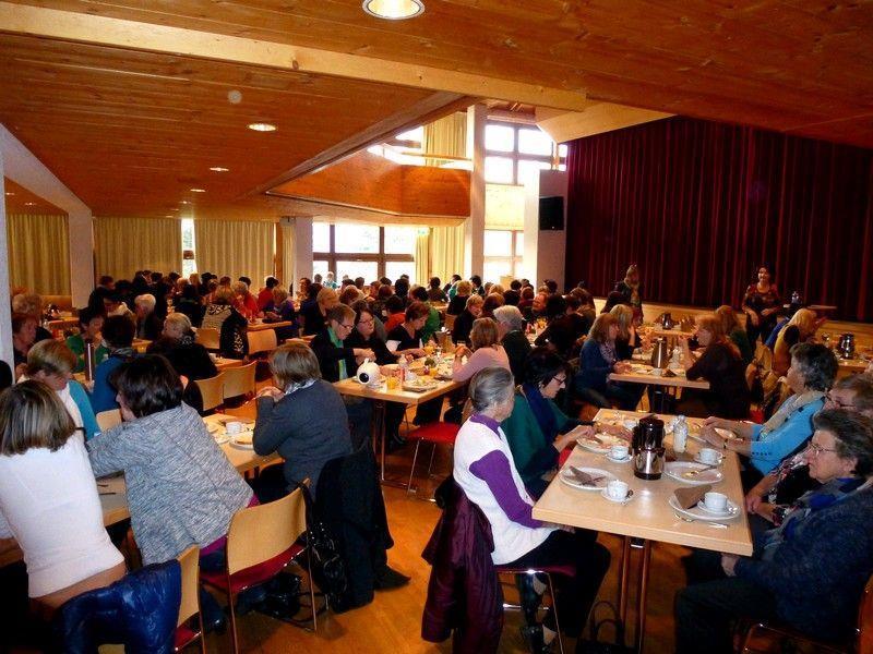 Weit über 100 Frauen lauschten dem Vortrag von Dr. Hadinger im Gemeindesaal Doren.