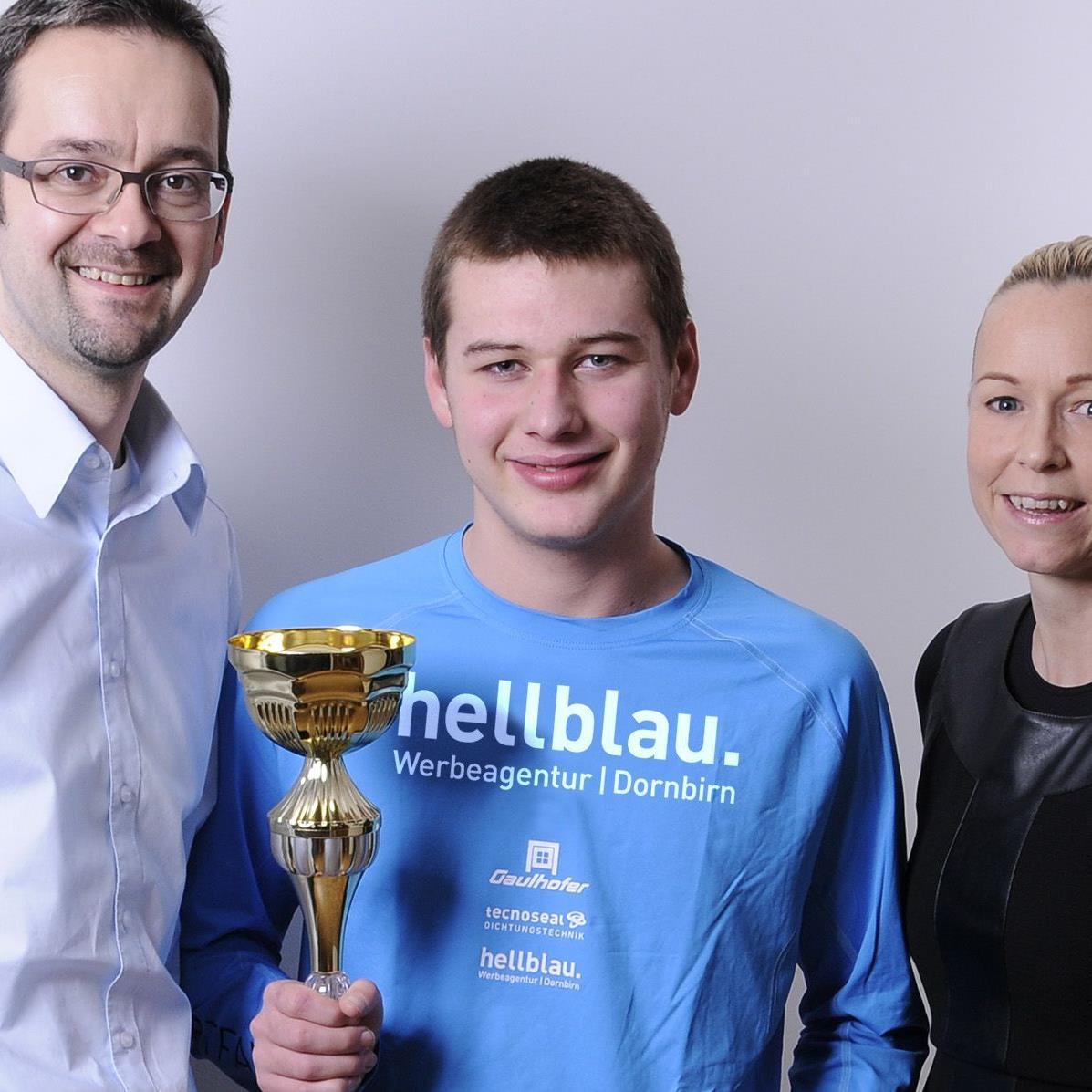 Die Werbeagentur Hellblau unterstützt den Rekord-Schwimmer Yannic Nasswetter aus Mäder.