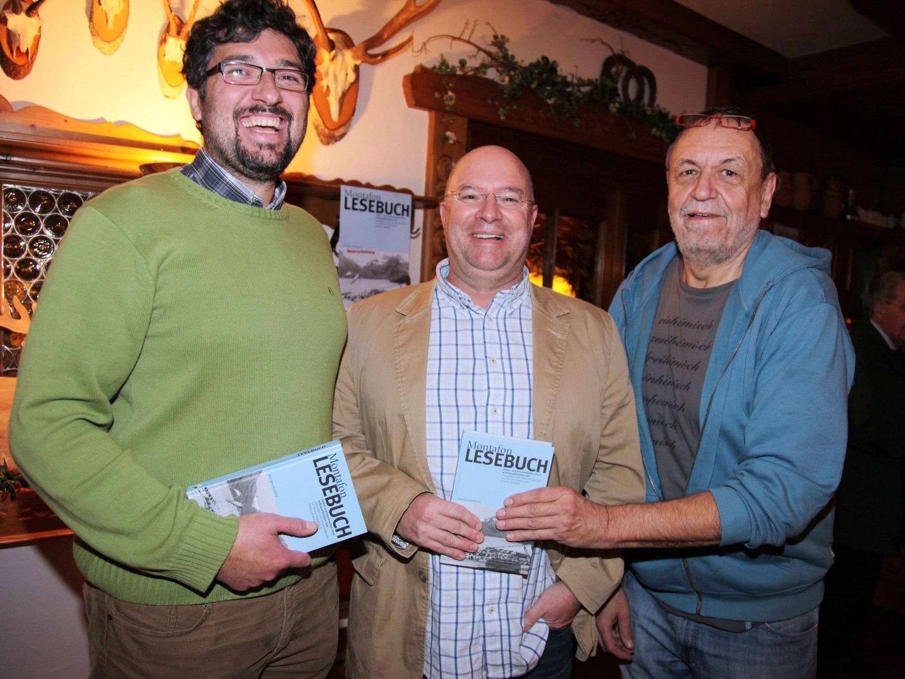 """Michael Kasper und Andreas Rudigier mit Ulrich """"Gaul"""" Gabriel (v. l.) bei der Buchpräsentation."""