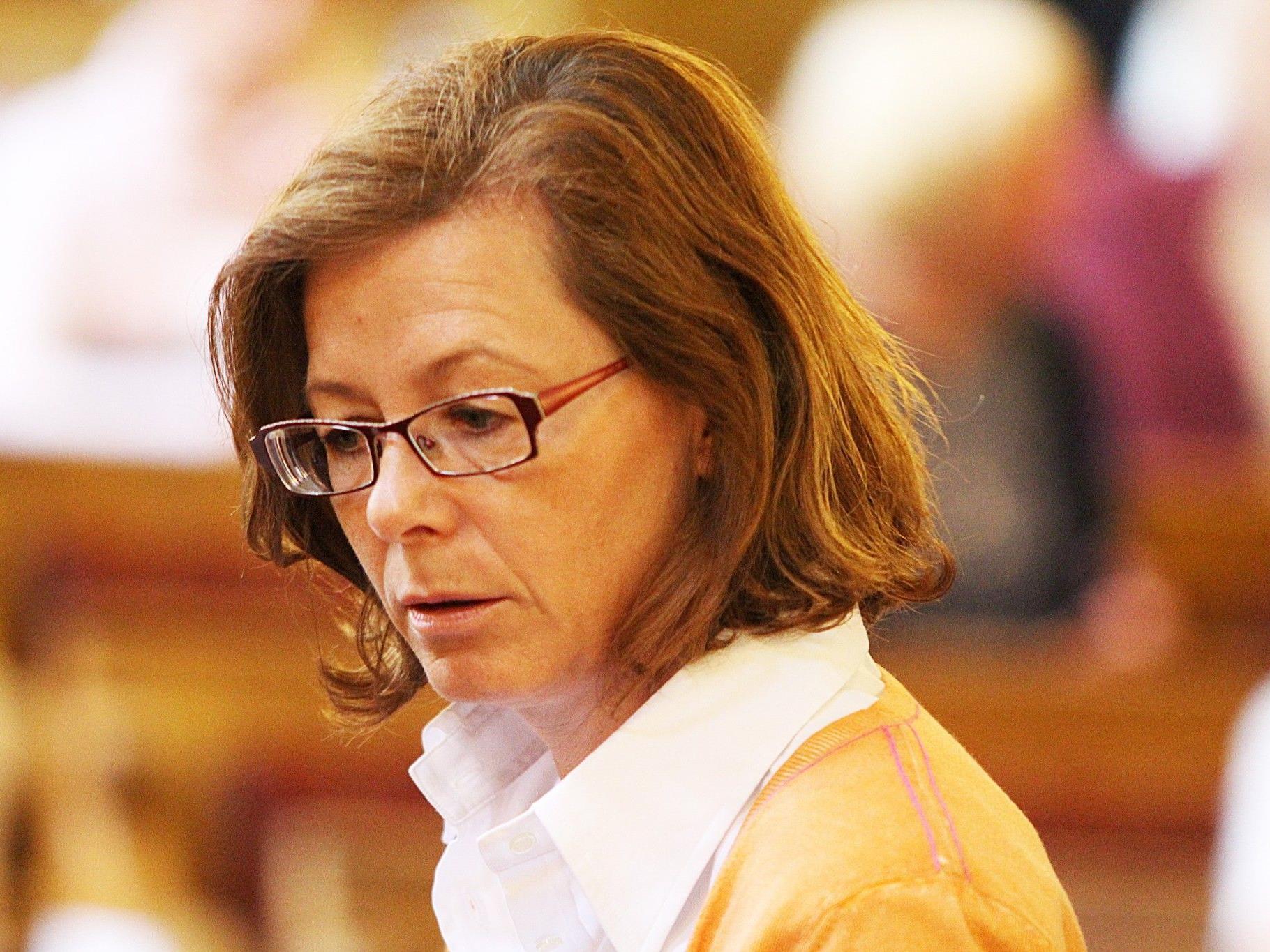 Kornelia Ratz muss sich mit ihrer eigenen Tante herumschlagen.