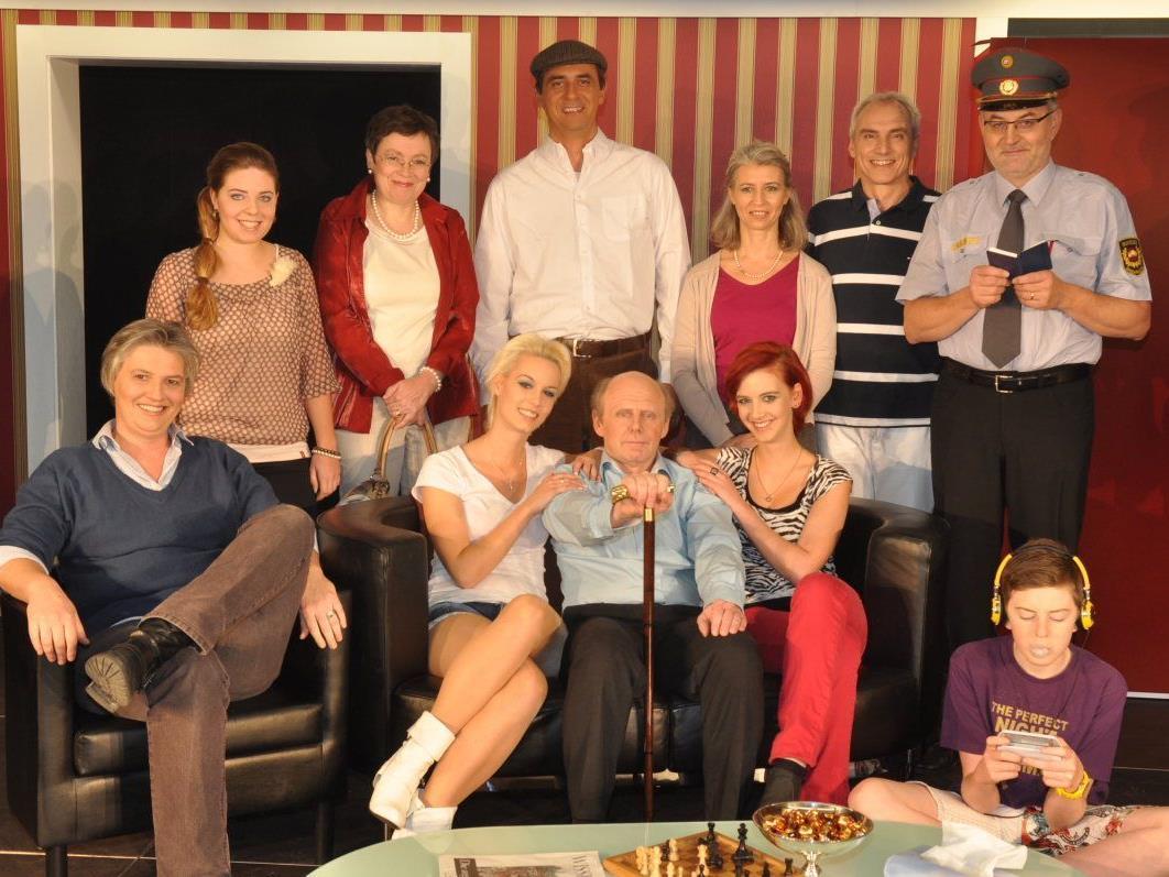 Viel Applaus: Die Theatergruppe Mäder freute sich über den tollen Anklang der Premiere.