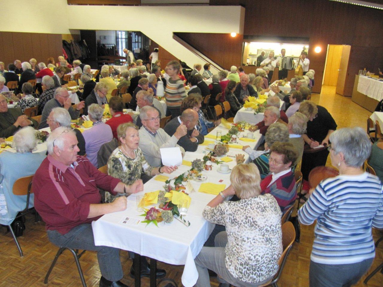 Bregenzer Senioren beim Törggelen