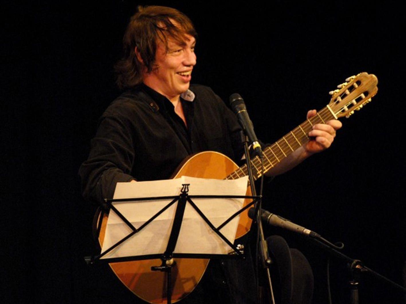Karsten Troyke gibt zum 1.Todestag von Georg Kreisler ein Konzert im kleinen Löwensaal.