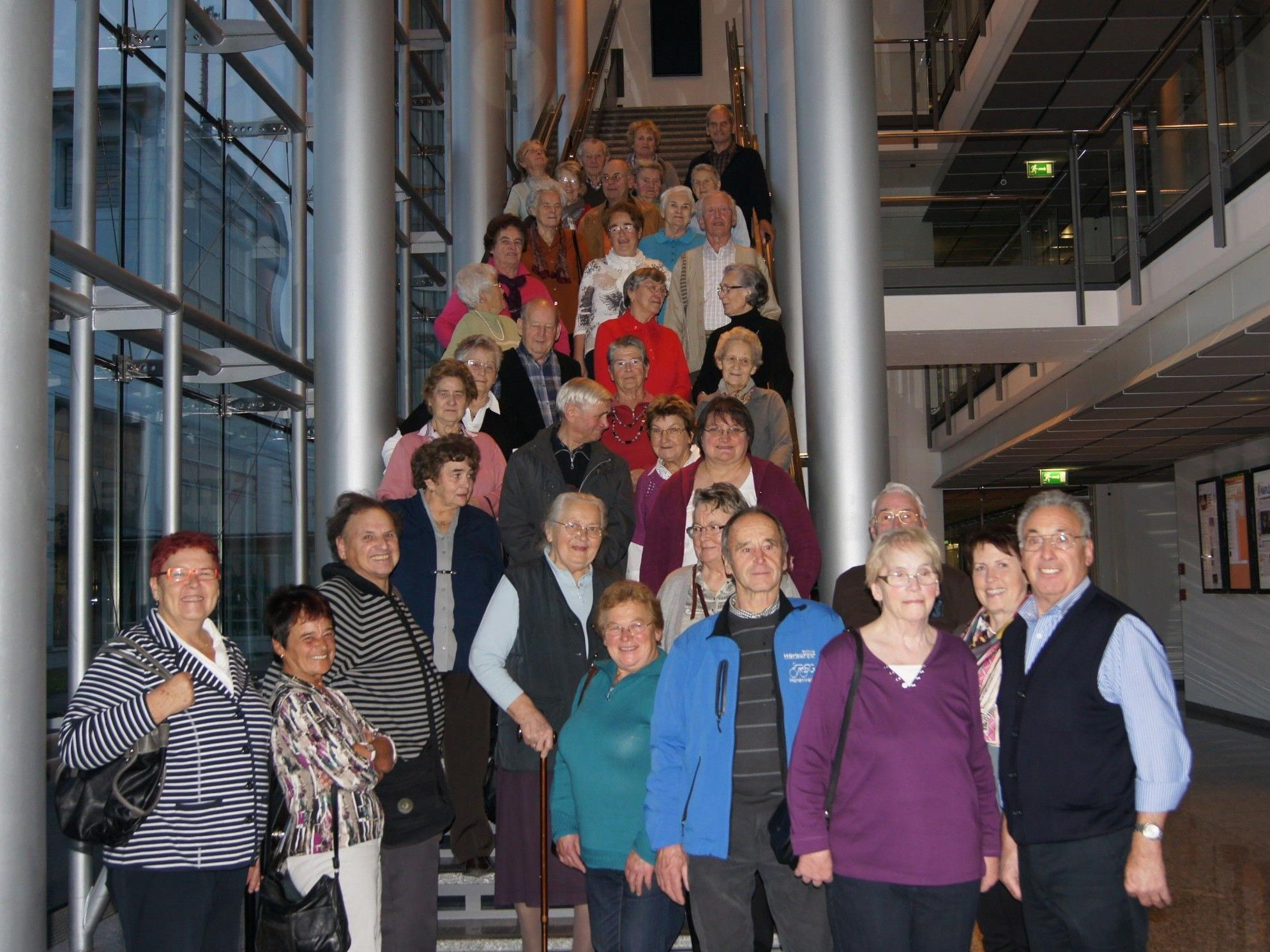Die Senioren aus Hohenweiler beim Besuch im Medienhaus.