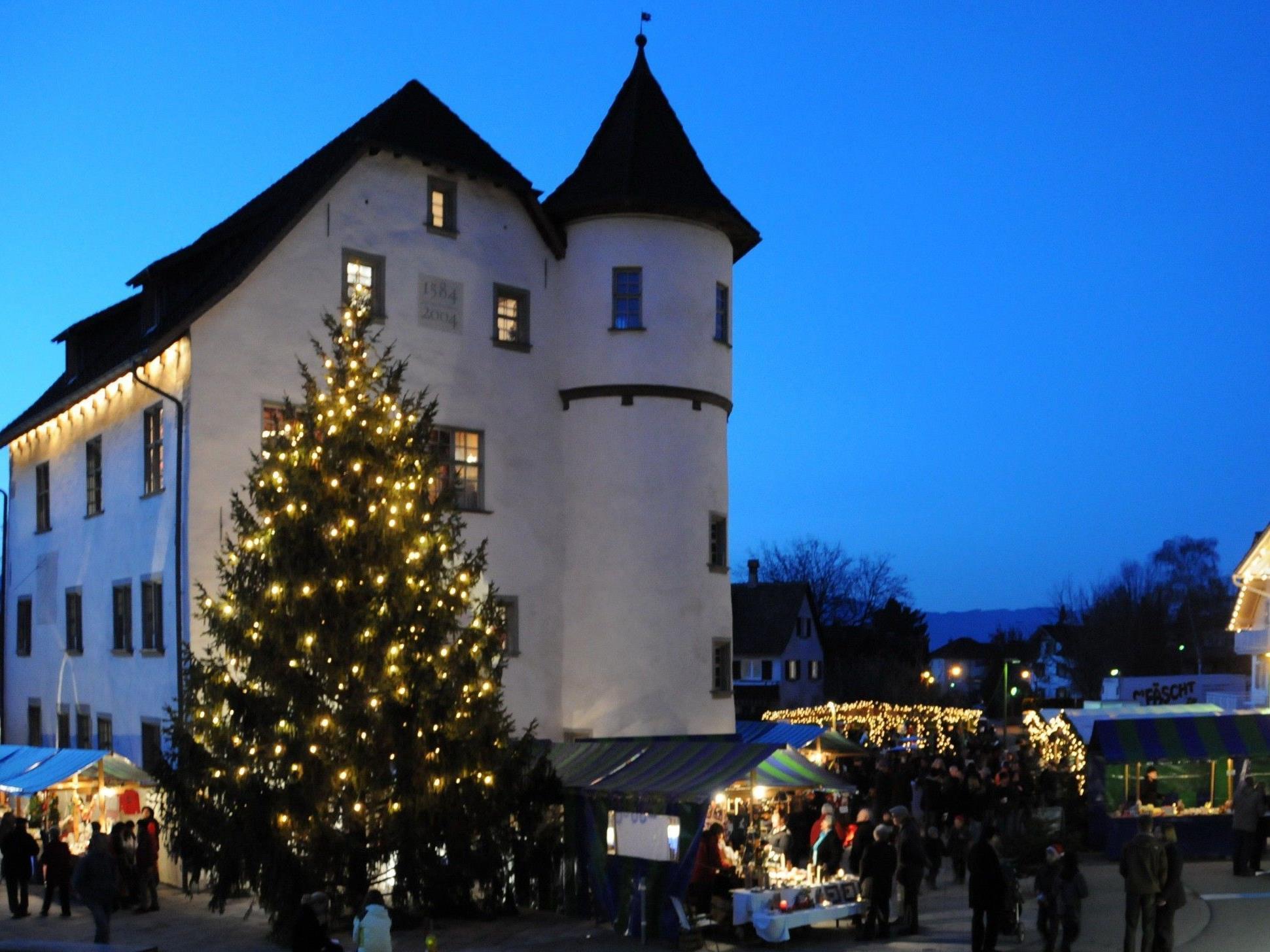 Am ersten Adventwochenende vom 30.11. bis 2.12. findet wieder der traditionelle Götzner Weihnachtsmarkt beim Jonas Schlössle statt
