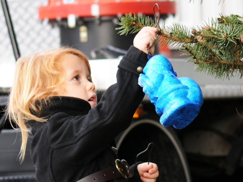 Die Kinder sind am Sonntag wieder eingeladen, den Fußacher Weihnachtsbaum zu schmücken.
