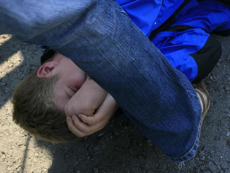 Das Opfer blieb schwer verletzt am Boden zurück.