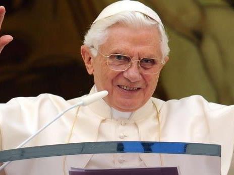 Papst Benedikt XVI würde die Geburt Jesu ein paar Jahre früher einordnen.