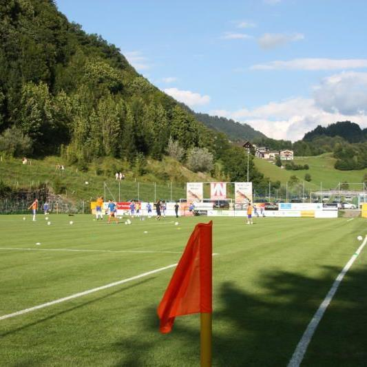 FC Bizau verkauft vier Flutlichtmasten.