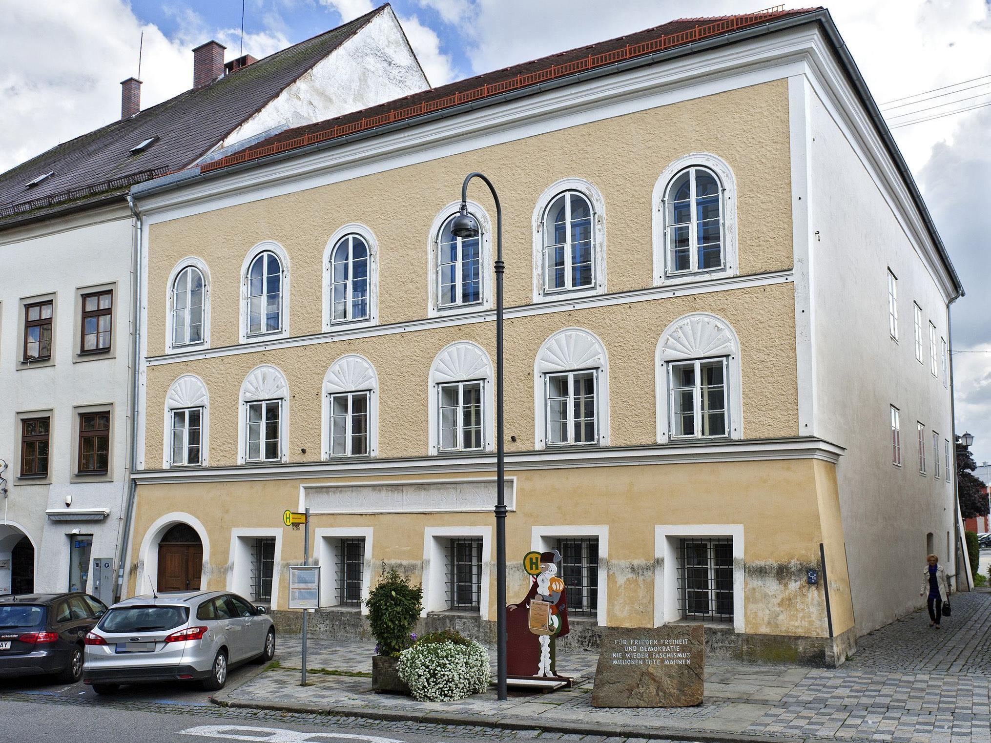 Das Geburtshaus Adolf Hitlers in Braunau. Wenn es um Klinzewitsch geht, soll es dem Erdboden gleichgemacht werden.
