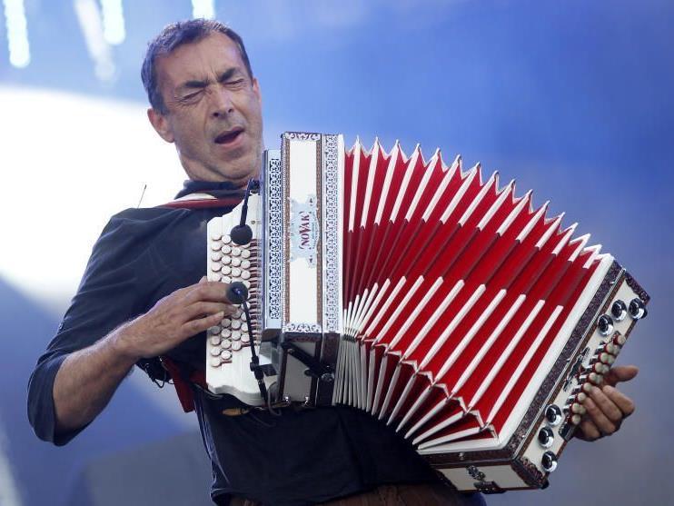 Im Sommer rockte er noch auf den Open Airs, nun feiert er seinen 60. Geburtstag.