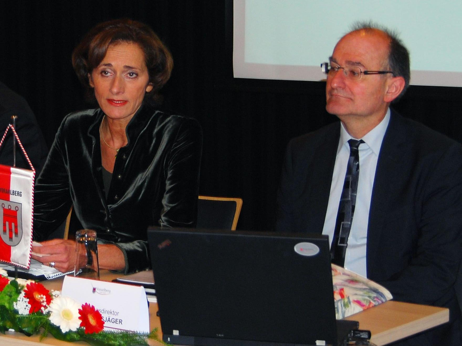 LT-Präsidentin Mennel und LT-Direktor Bußjäger, Leiter des Föderalismusinstituts.