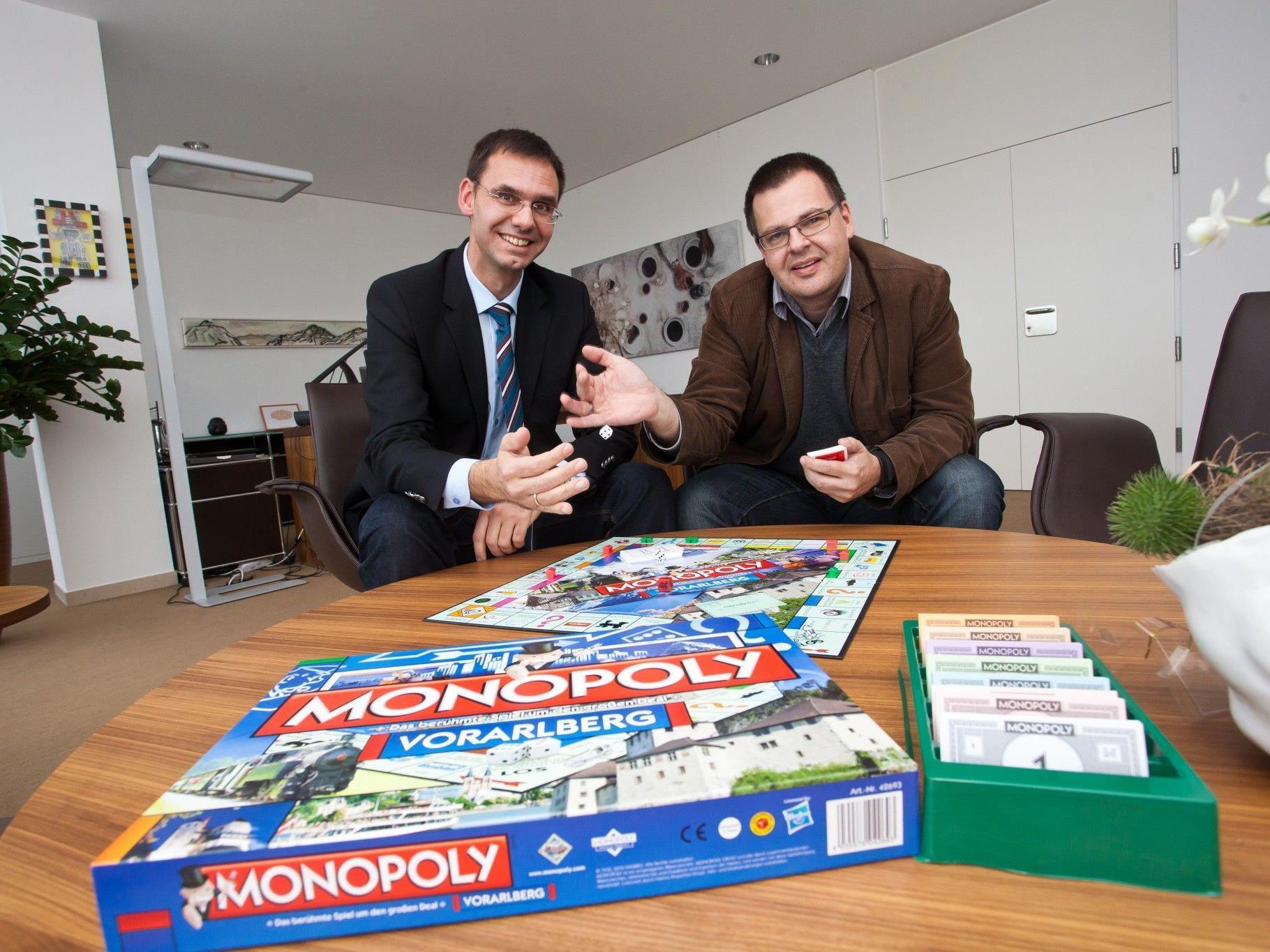 Monopoly mit Vorarlberger Straßennamen: LH Wallner zeigt sich begeistert.