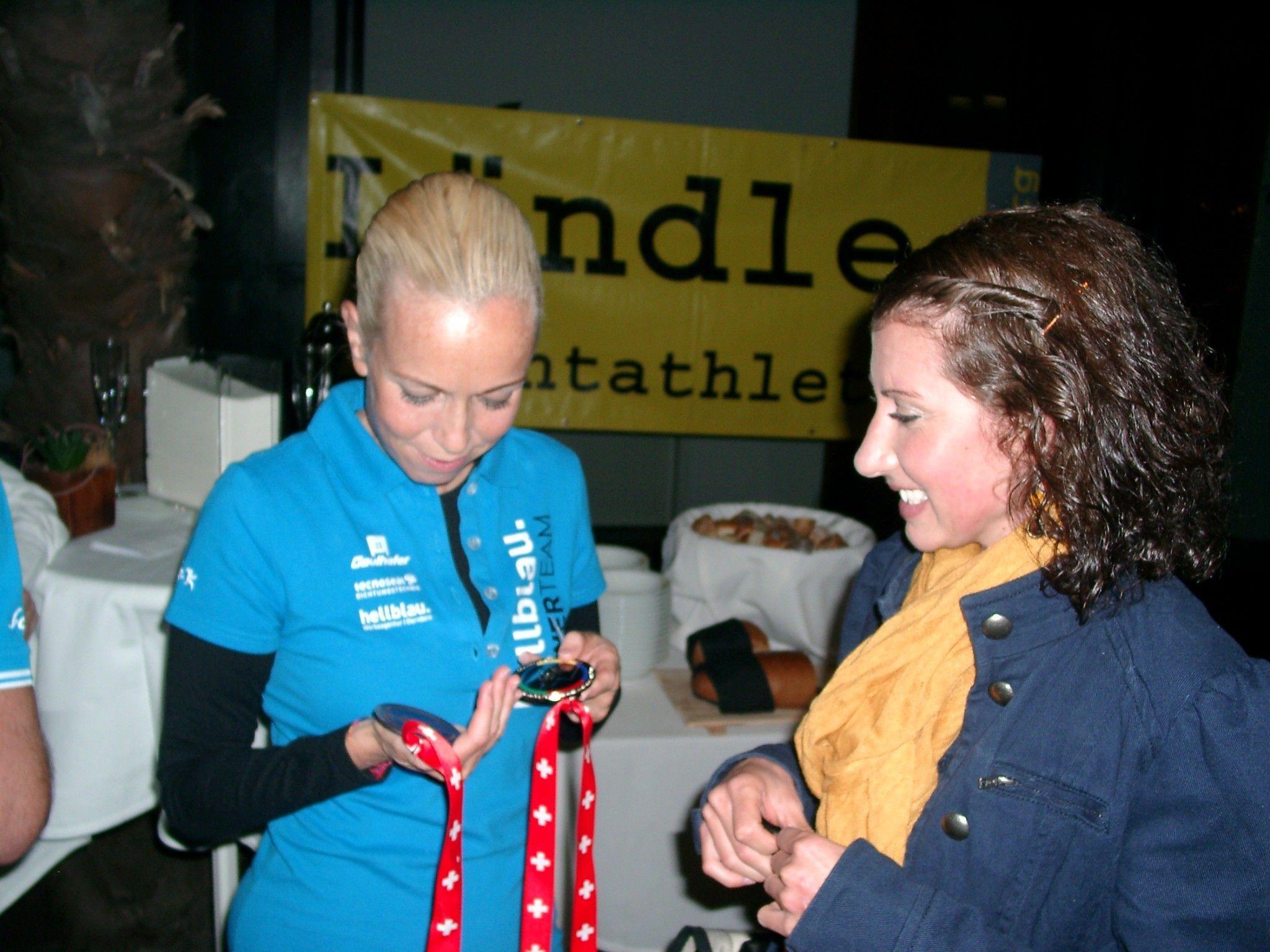 Sabine Reiner (r.) zur Leichtathletin des Jahres 2012 nominiert, auch Rosalie Tschann steht zur Wahl.