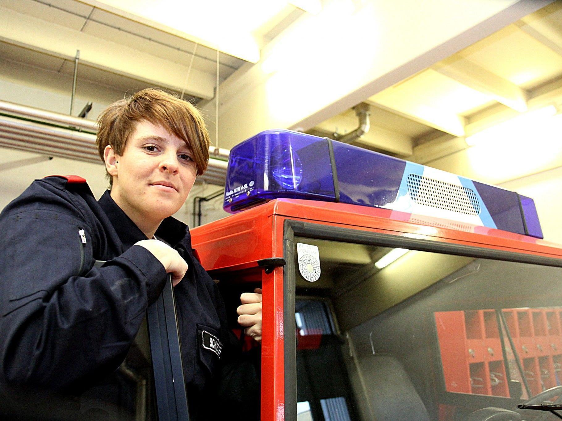 Sie hat es geschafft: Verena Schnetzer ist die erste Feuerwehrfrau im Bezirk Feldkirch, die das Goldene Abzeichen erhalten hat.