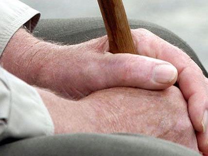 Einsamkeit und Isolation machen Senioren oftmals zu leichten Raubopfern.