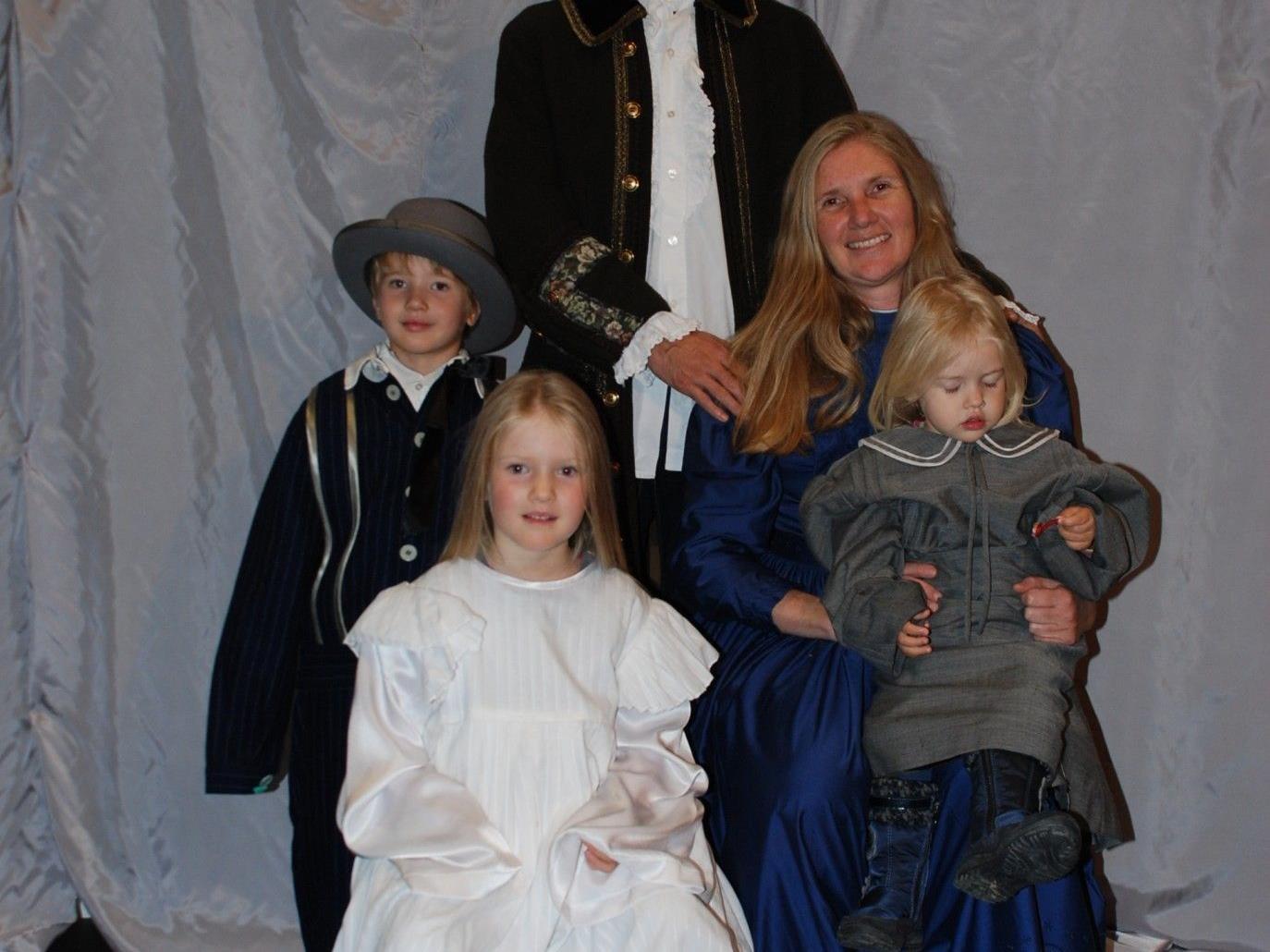 Gewinnerfamilie  Gerhard und Claudia Brenner mit Lara (2), Lisa (5) und Max (5) aus Lochau