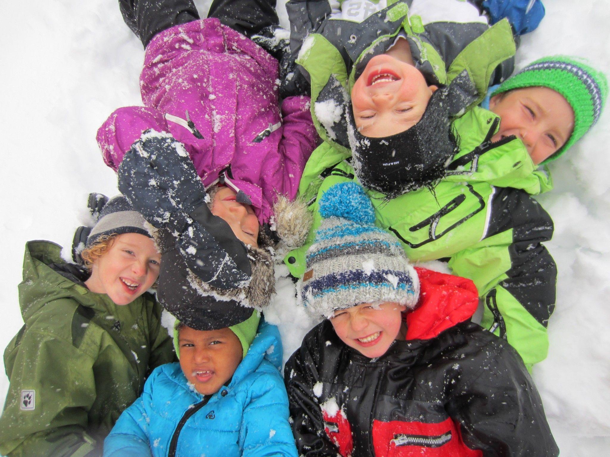 Riesige Freude beim Spielen und Toben im Schnee