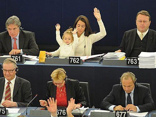 Die kleine Vittoria ist schon eine begeisterte Parlamentarierin.