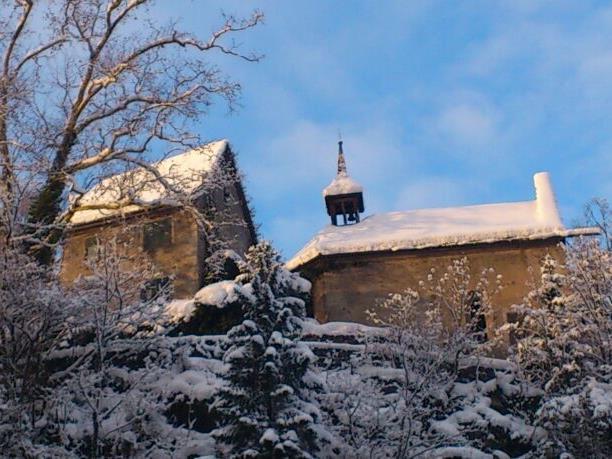 Die Kapelle der Heiligen Margaretha mit Schlösschen.