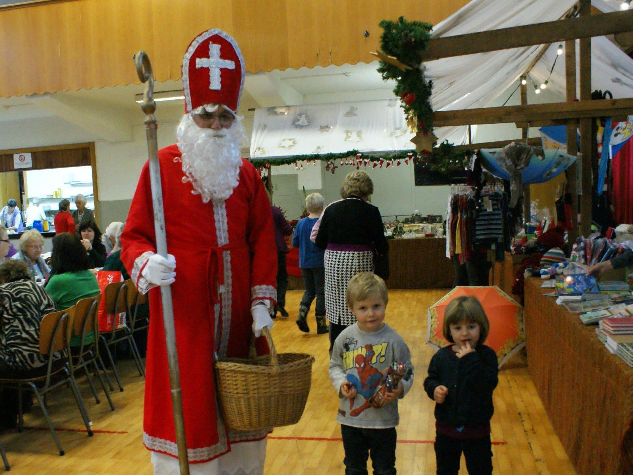 Eva und Luis freten sich über den Nikolaus