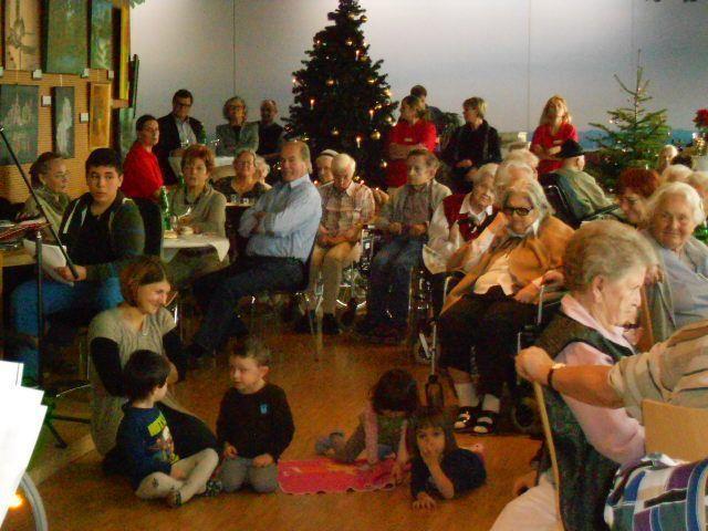 jung und alt freuten sich bei der Weihnachtsfeier im Sozialzentrum Weidach Bregenz