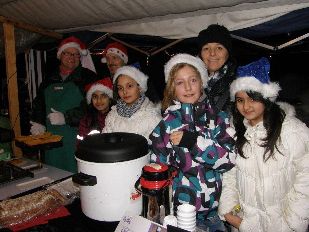 Die Kinder der 1a-Klasse versorgten die Marktbesucher mit Speis und Trank.