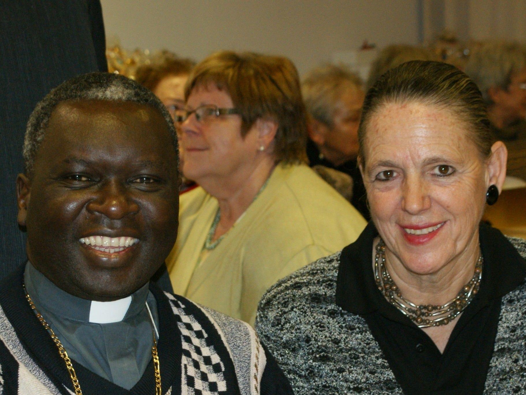 Bischof Philipp Anyolo mit Gerda Hämmerle