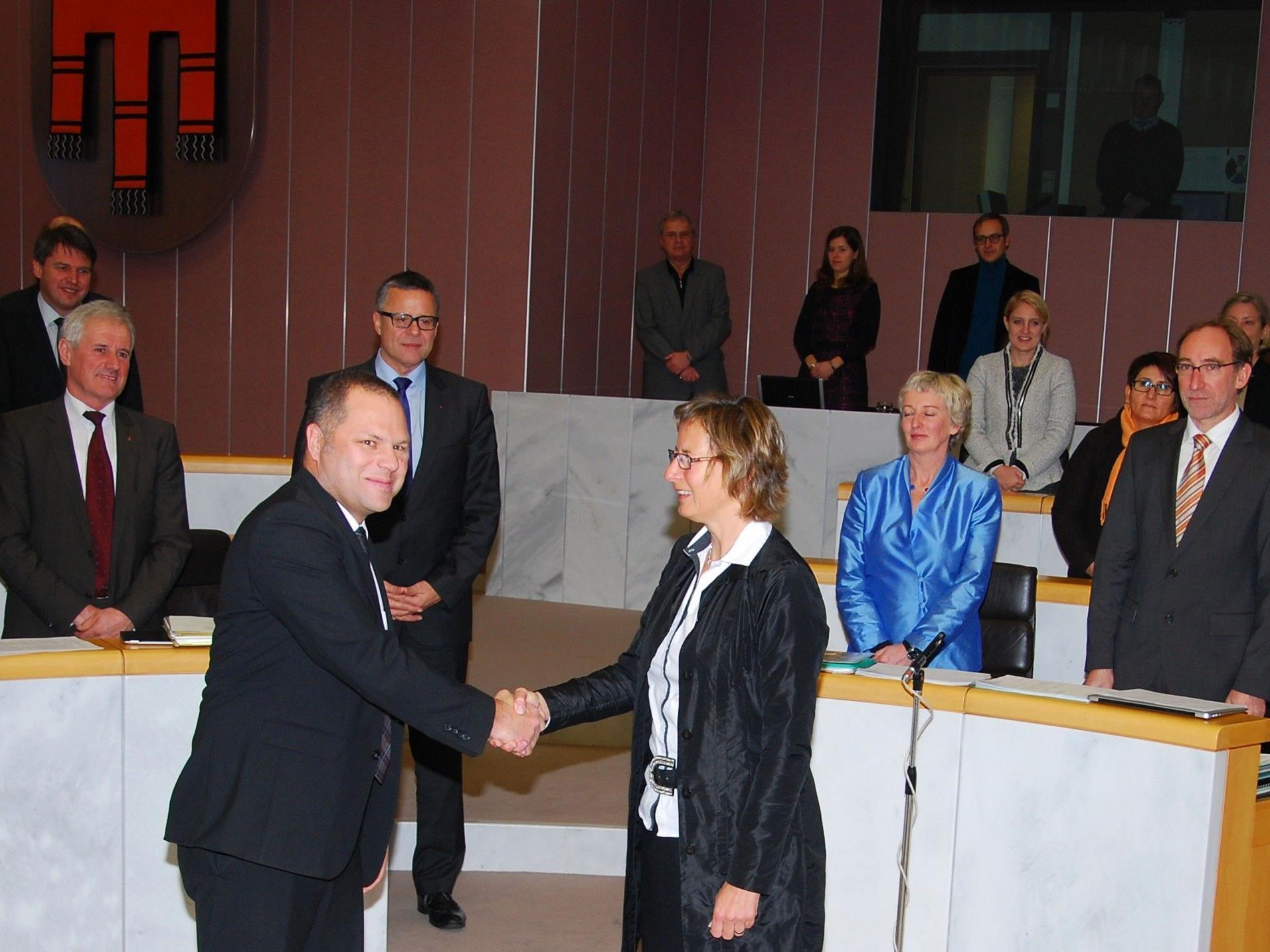 Angelobung von Thomas Kaufmann durch Landtagspräsidentin Gabriele Nußbaumer.