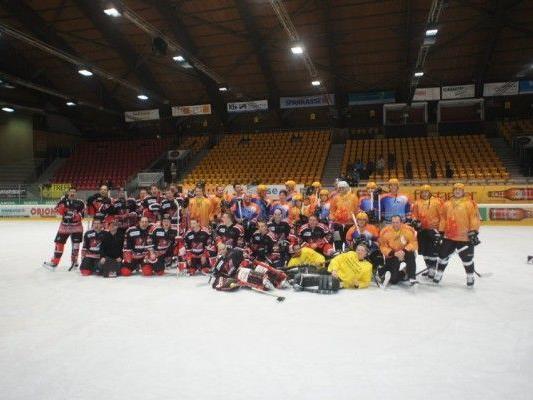 HC Knigths und Cardinals trafen sich wieder zum Benefizspiel