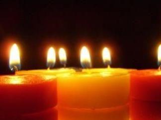 Ein Licht durchdringt die Dunkelheit
