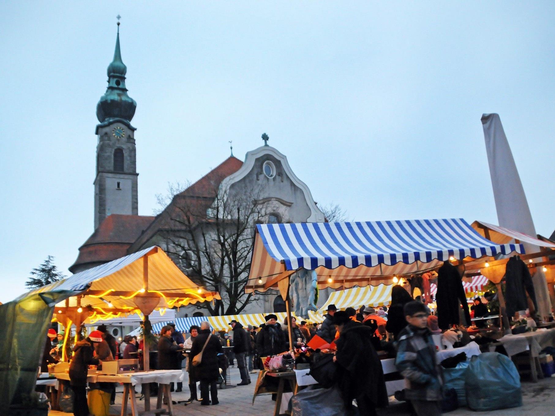 Adventmarkt auf dem Höchster Kirchplatz