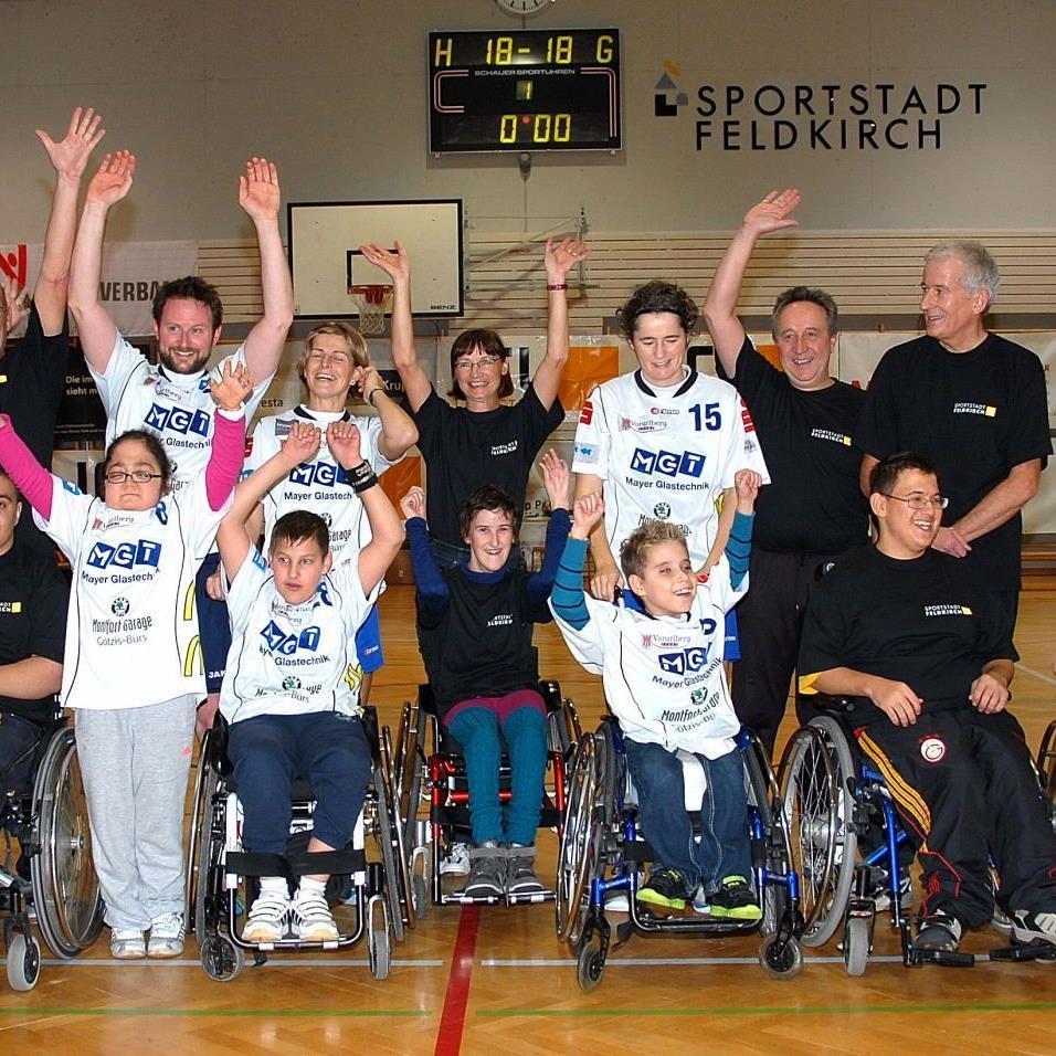 Viel Prominenz war beim 24 Stunden Handballevent in der Reichenfeldhalle vertreten.
