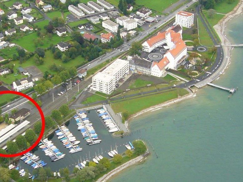 """Am alten Bahnhofs-Areal, links unten im Bild, soll das Projekt """"Marina"""" entstehen."""