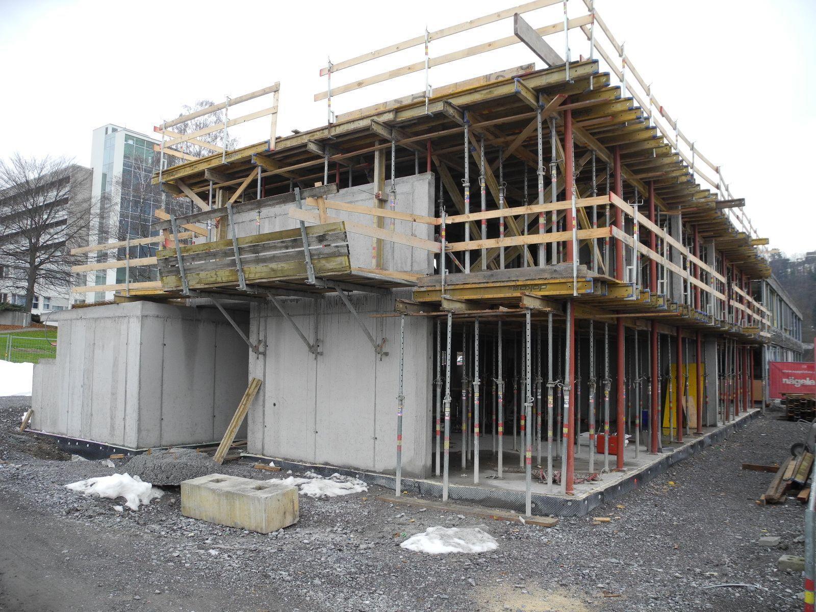 Der Rohbau für die Kindergarten und Schülerhorterweiterung des LKH Feldkirch ist fertig gestellt