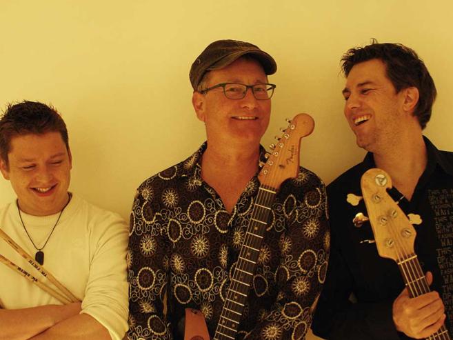 Beste Unterhaltung garantiert das Toni-Eberle-Trio heute Abend in der Kulturwerkstatt.