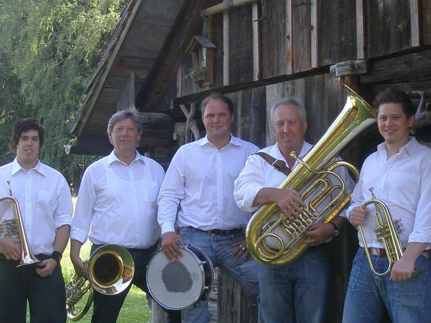 Gemeinsam mit Renate Neve laden die Bürserberger Volksmusikanten (Bild) zum Adventkonzert.