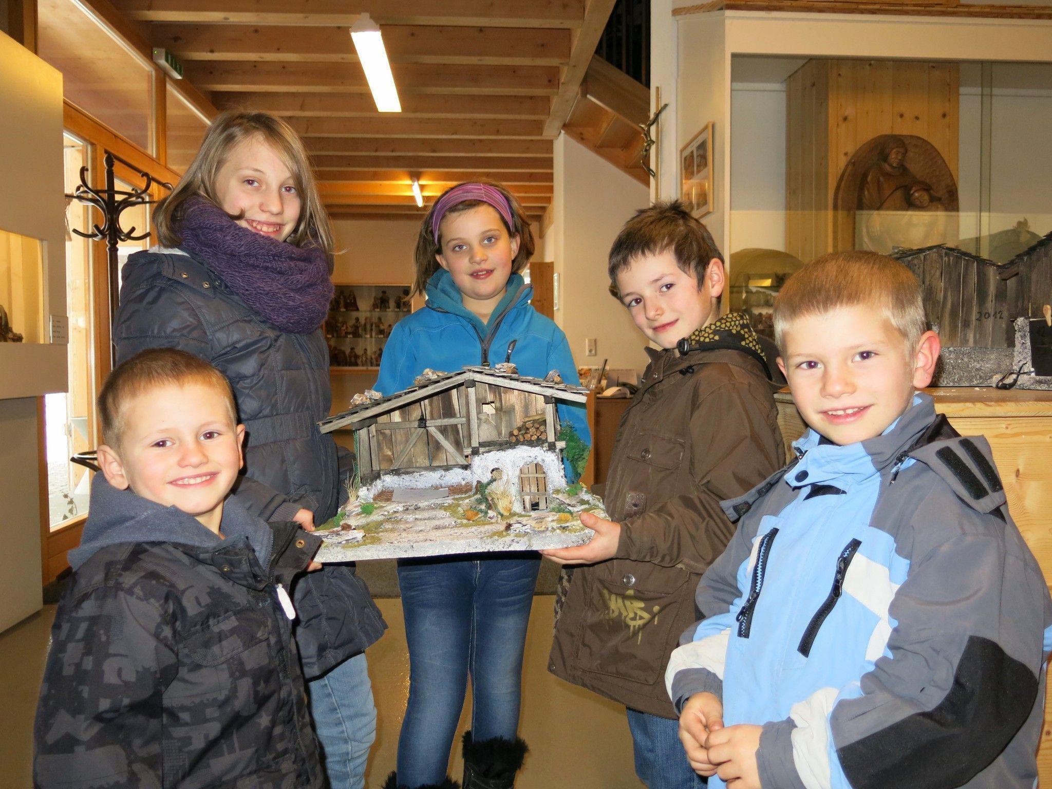Julia Müller, Laura Fußenegger sowie Florian, Martin und Robert Rusch konnten als glückliche Gewinner die Krippen mit nach Hause nehmen.