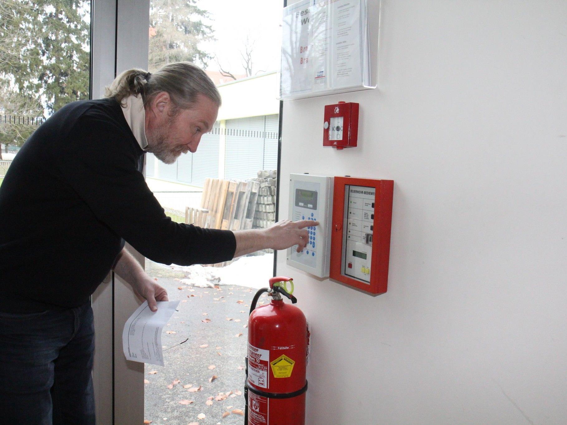 Die Caritas führt regelmässig Brand-Übungen zusammen mit der Feuerwehr durch.