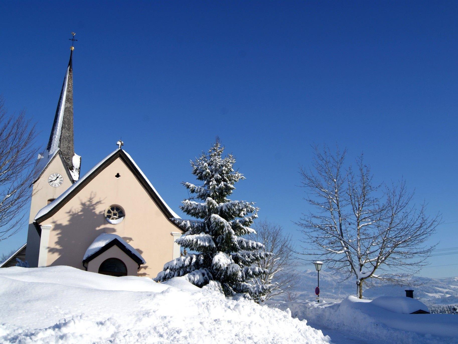 """Dorfplatz und Pfarrkirche bilden eine tolle Atmosphäre für die """"SternStunde""""."""