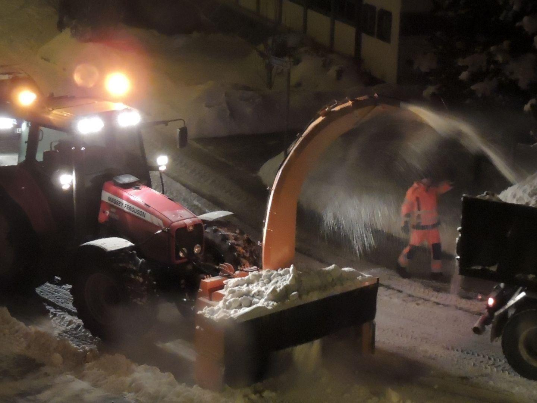 Nachtschicht bei der Schneeräumung