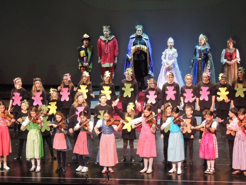 Musikschulkinder spielten die beliebten süßen Gummibärchen