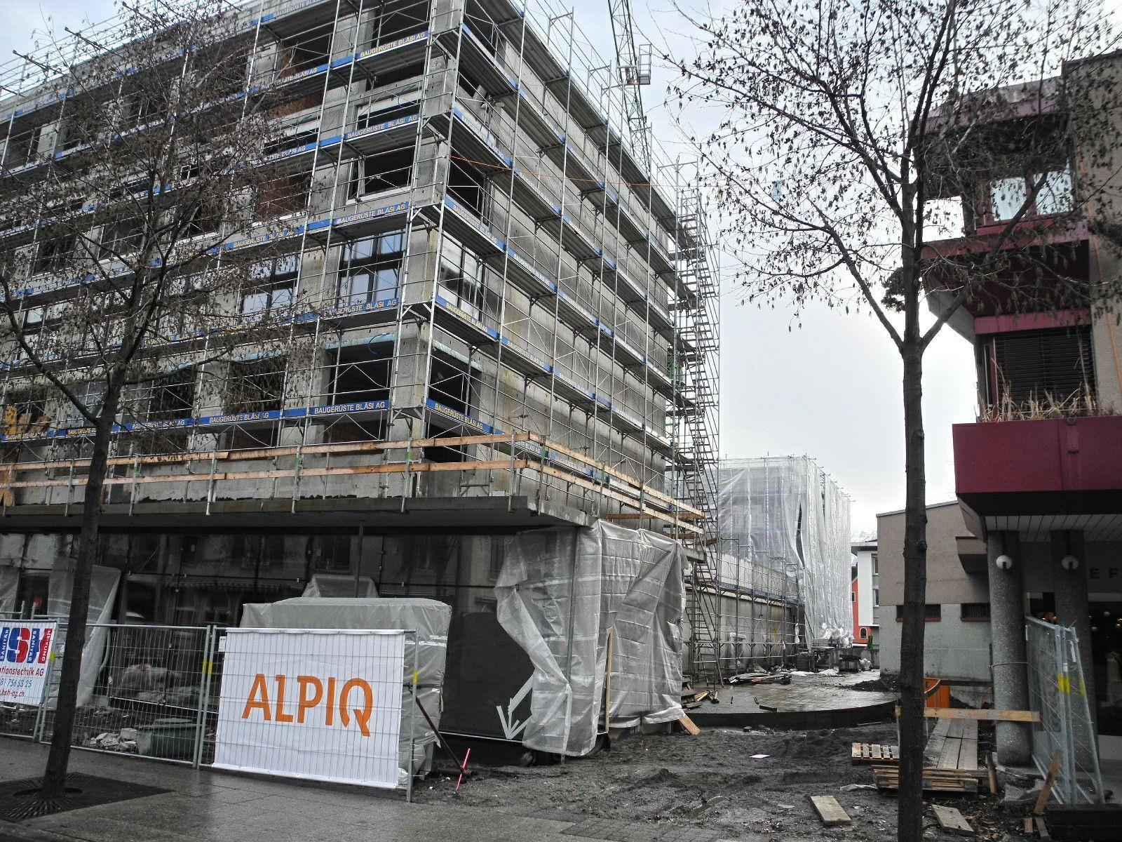 In der Buchser Bahnhofstraße werden fünf Hochbauten errichtet