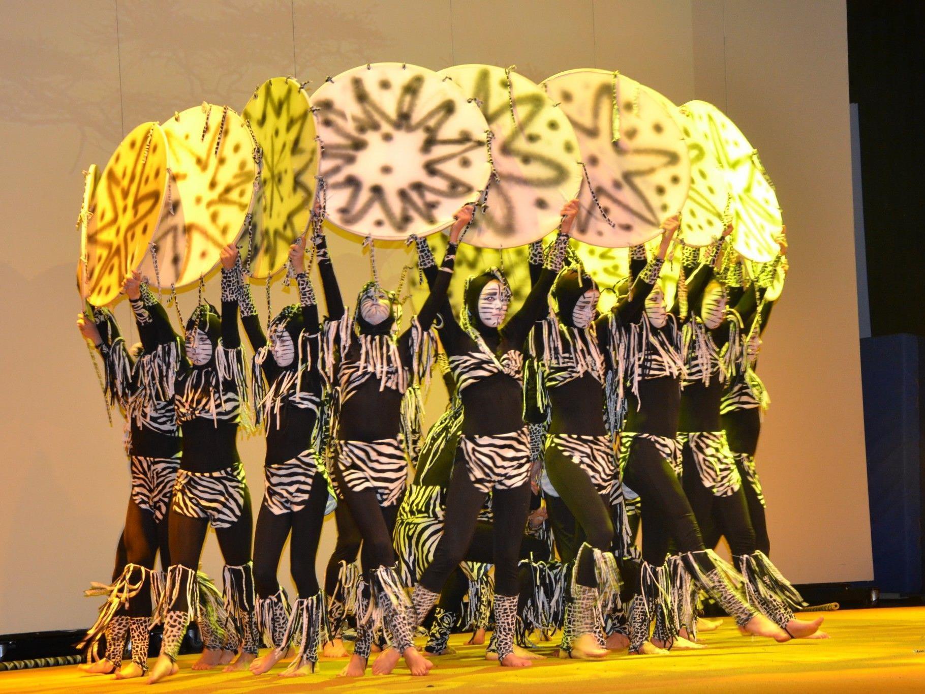 """Die Akrobatikgruppe """"Zurcaroh"""" faszinierte mit einer magischen Choreografie & Afrika"""