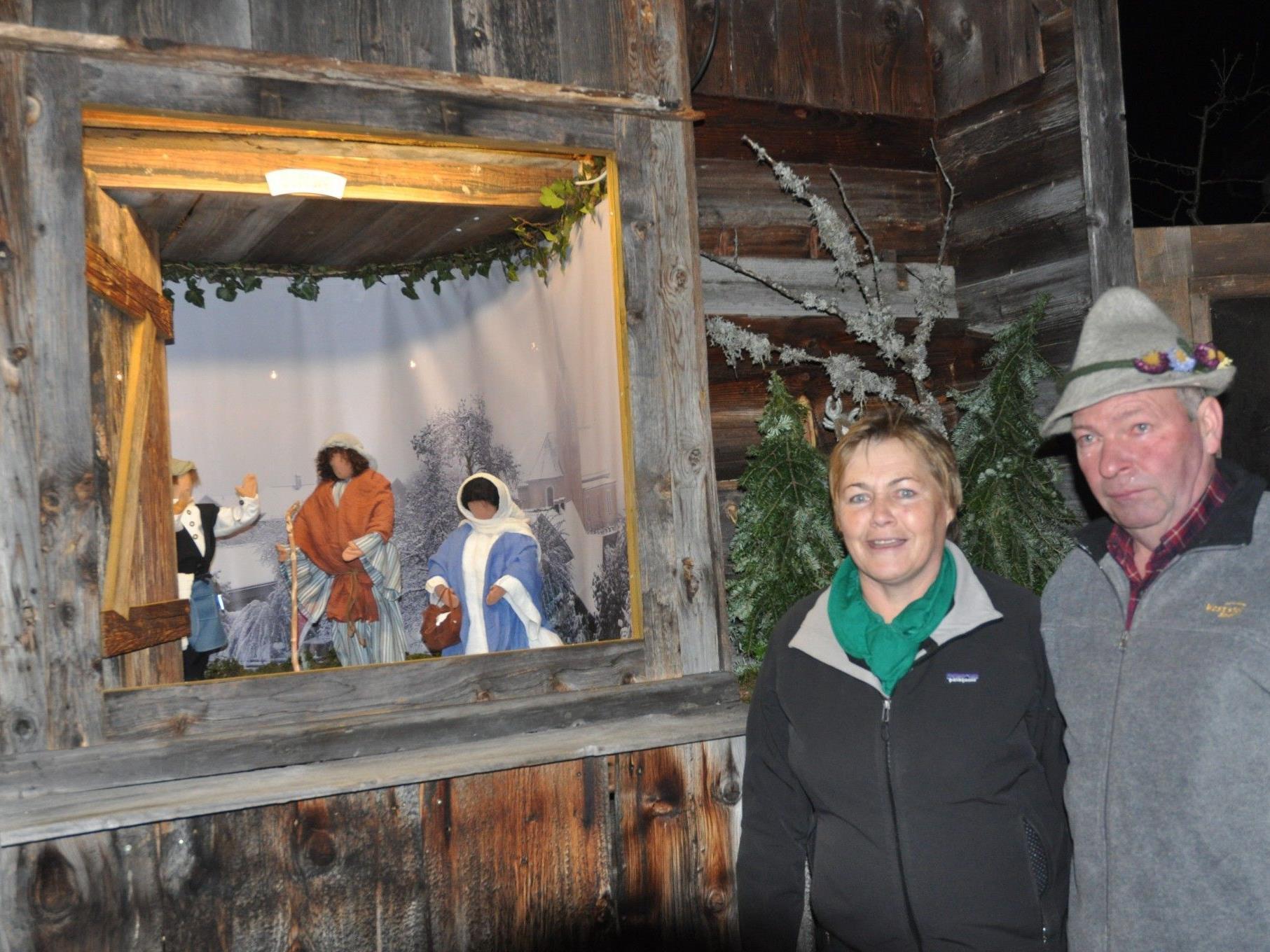 Beeindruckende Adventfenstereröffnung bei Fini und Wolfgang Rietzler in Übersaxen.