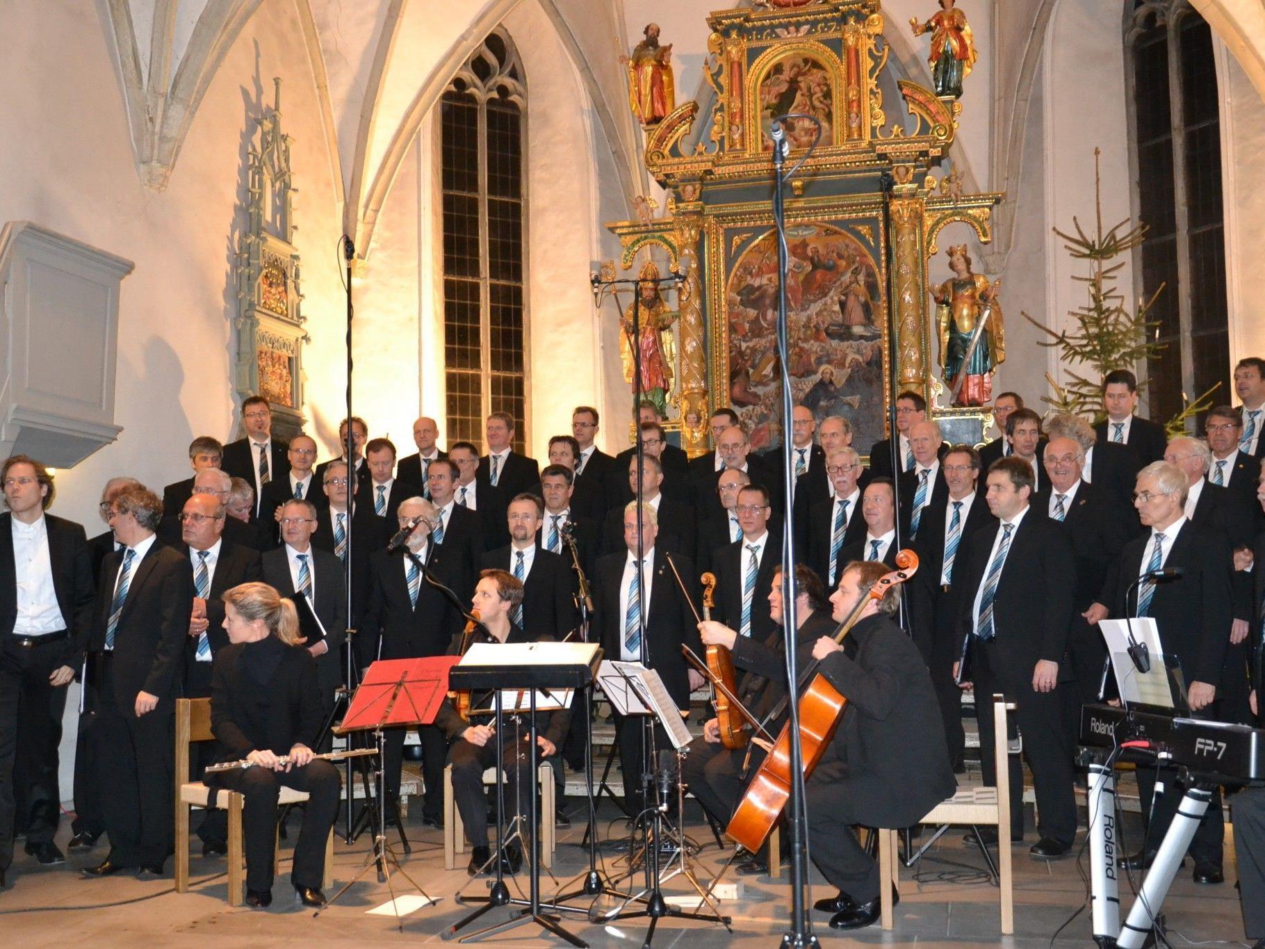Die Alte Kirche bot dem Männerchor Götzis sowohl akustisch als auch optisch den idealen Rahmen für das stimmungsvolle Weihnachtskonzert