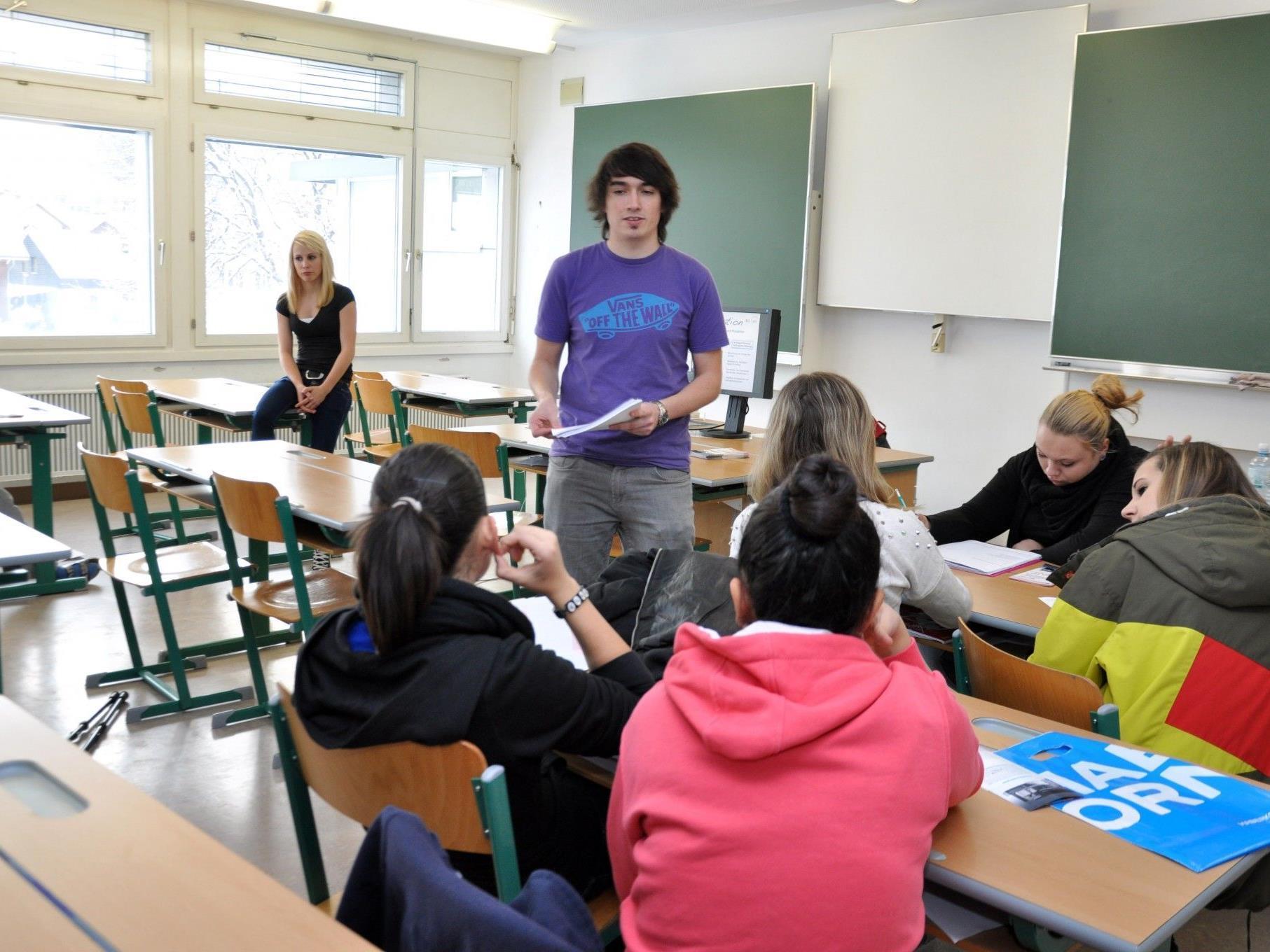 Die PTS-Schüler konnten sich einen Überblick über diverse Ausbildungsmöglichkeiten verschaffen.